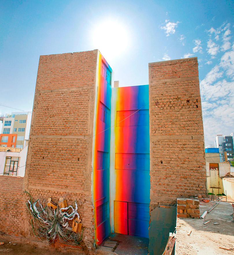 Os murais coloridos de Xomatok em um distrito de Lima, no Peru