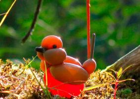 Artista recria aves europeias com balões