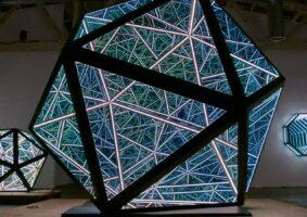 Portals, as esculturas infinitas de Anthony James