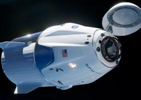 Crew Dragon chega à ISS como 2001 Uma Odisseia no Espaço