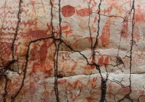 A parede de 13 km com artes rupestres encontrada na Amazônia