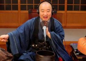 Monge budista toca Metallica, Ramones, Judas Priest, e depois medita