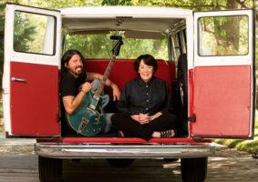 From the Cadle to Stage fala sobre músicos famosos e as mães que os criaram